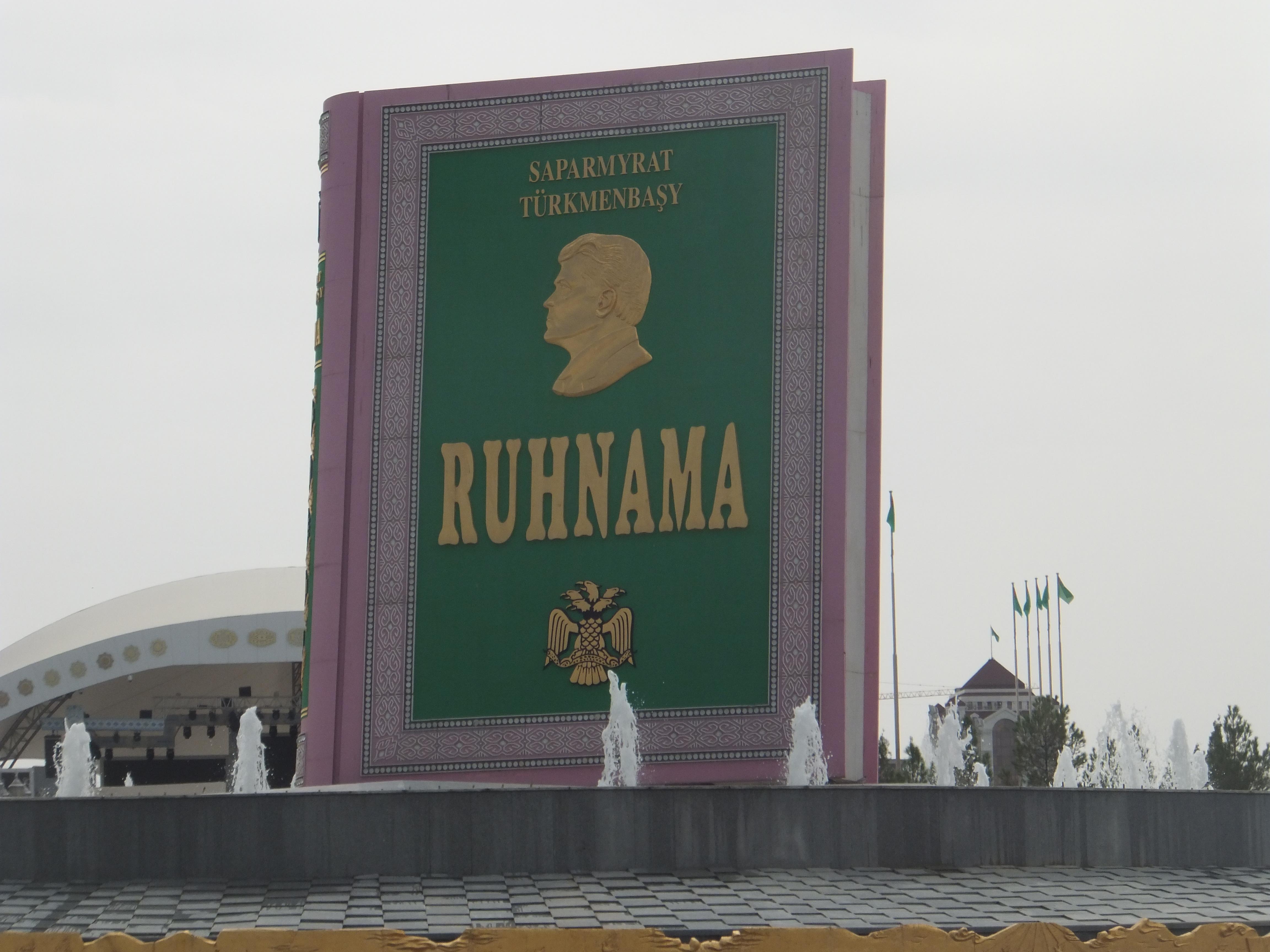 Turkménistan — Parc du Ruhnama