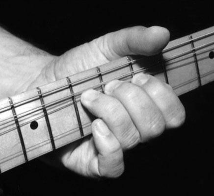 Un bend ( de l'anglais tordre ) est la technique qui consiste à contraindre une note en tirant sur la corde.