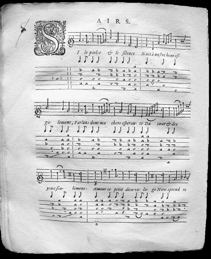 Cette tablature de luth française de Pierre Guédron, Si le parler et le silence de 1608 fonctionne comme la tablature italienne mais remplace les chiffres par des lettres.