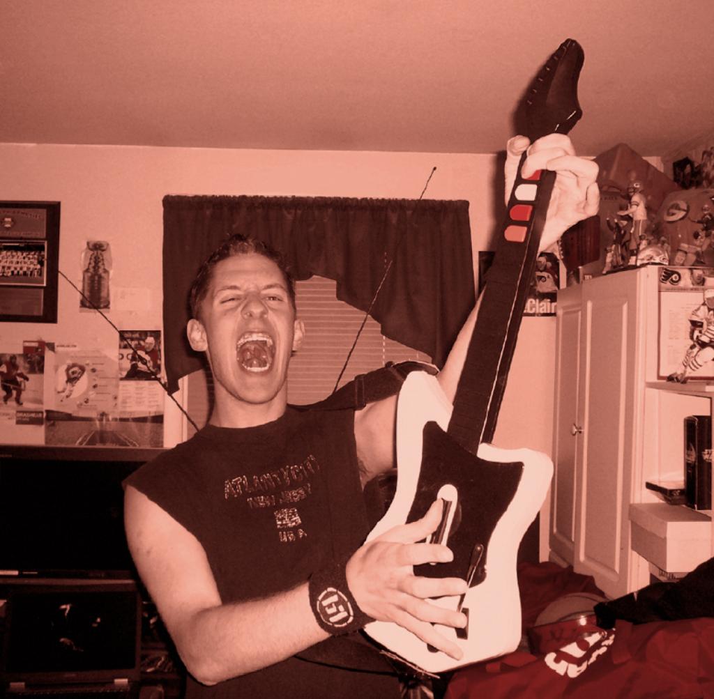 Le contrôleur de Guitar hero arbore les même couleurs que le jeu sur les commandes du manche.