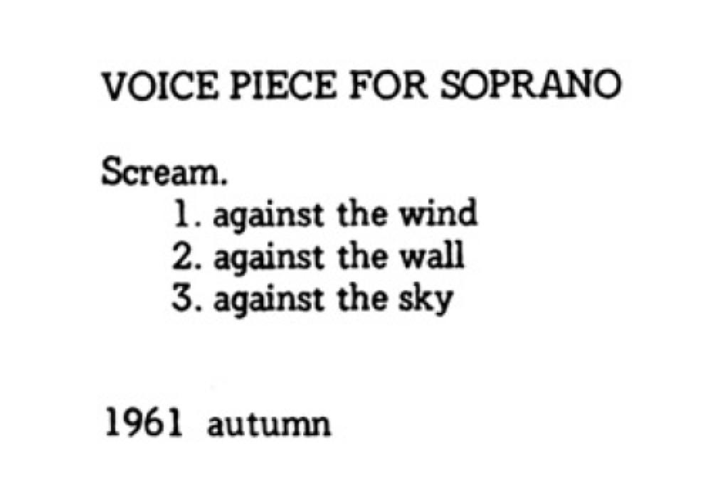 Yoko Ono présente sa Voice Piece for Soprano de 1961 comme une consigne et ses variantes, à l'aide d'un seul caractère.