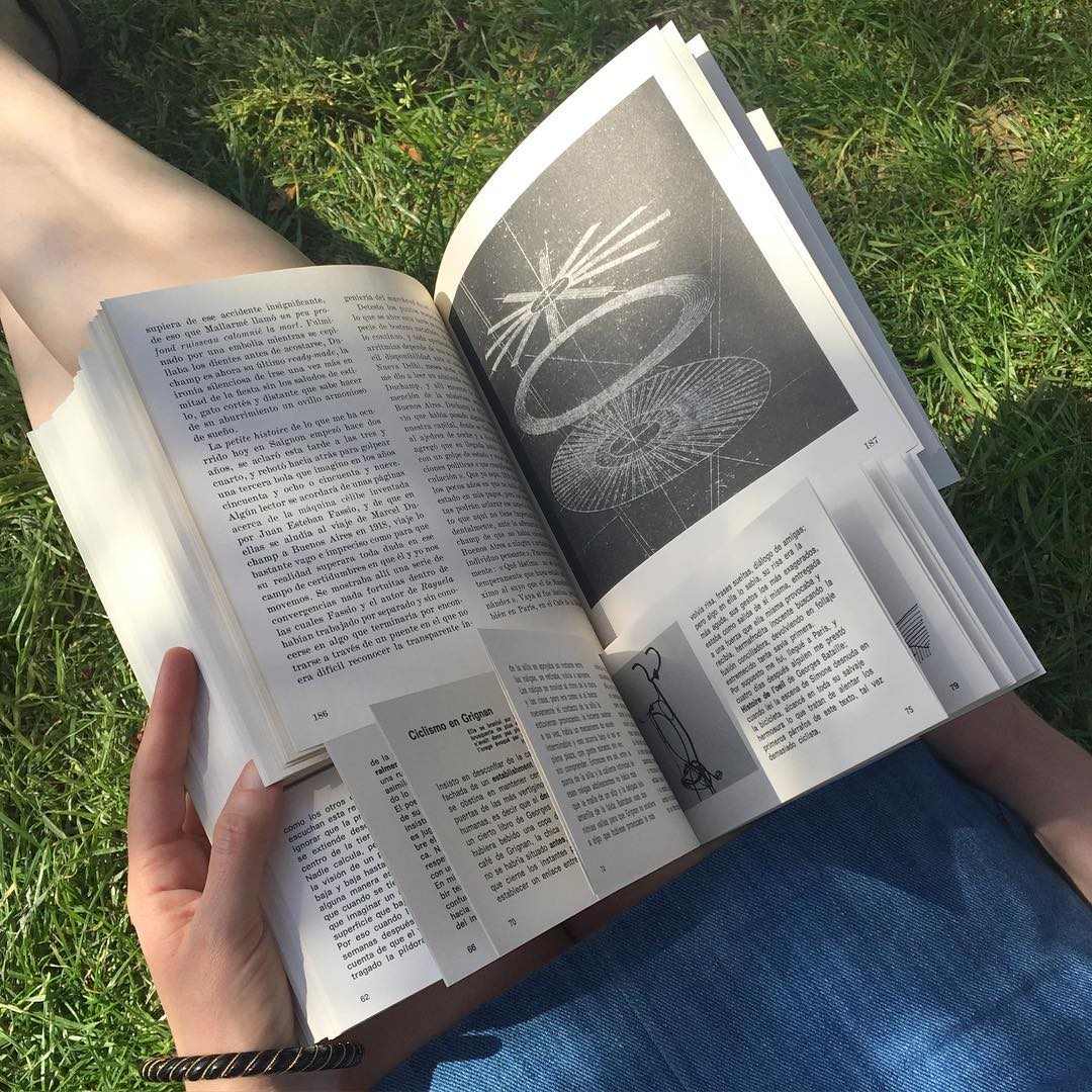 """Reading """"Último Round"""" by Julio Cortázar as an experience of double gravitation https://www.instagram.com/designingwriting/"""
