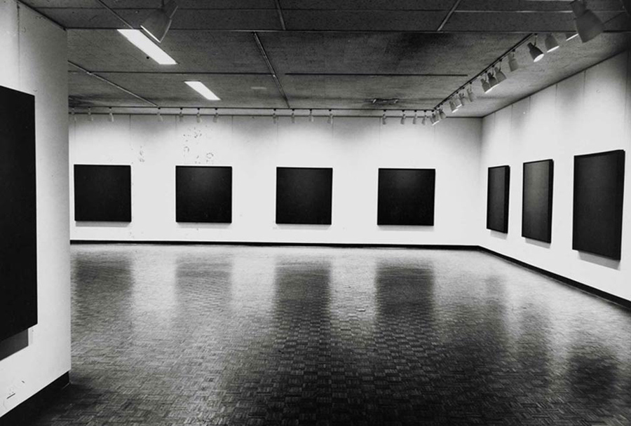 Black Paintings, Vue d'exposition, Jewish Museum, 1966-1967 © Ad Reinhardt Foundation