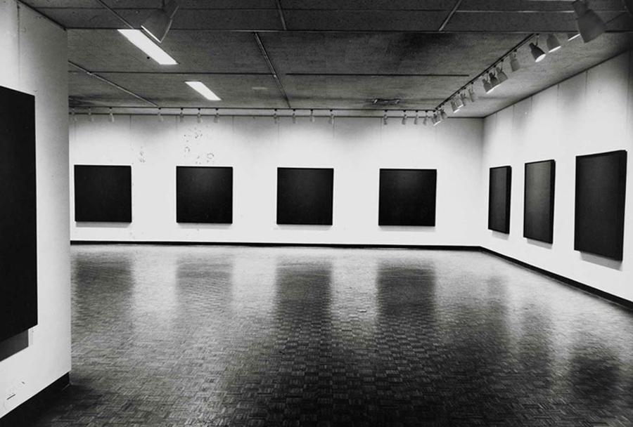 Black Paintings, Vue d'exposition, Jewish Museum, 1966-1967 © Ad Reinhardt Foundation